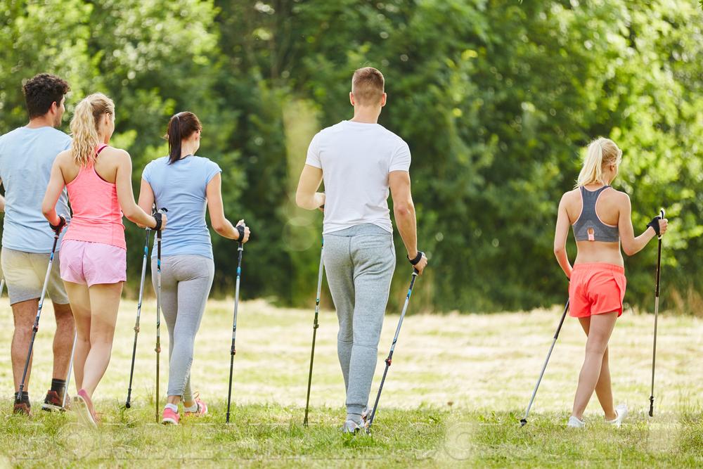 72397813 - Скандинавская ходьба для похудения